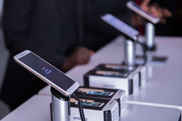 Rwanda, first country In Africa to produce smart phones